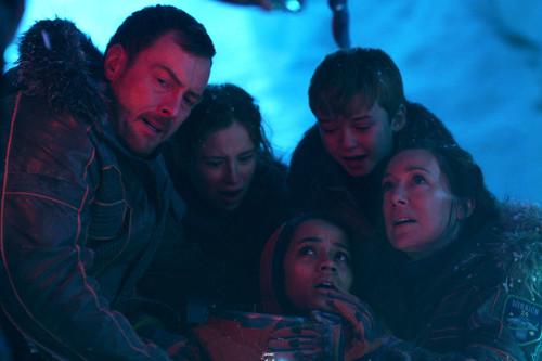 'Lost in Space' decepciona: el reboot es una blanda serie de aventuras familiares carente de emoción