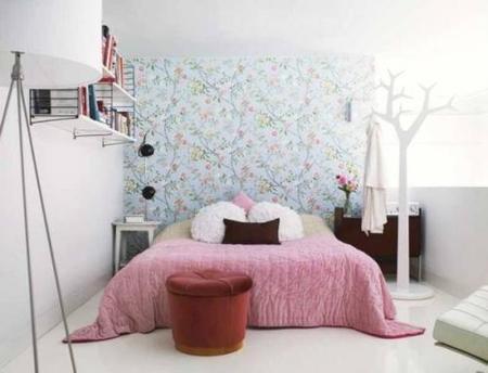 Un dormitorio pequeño y muy femenino
