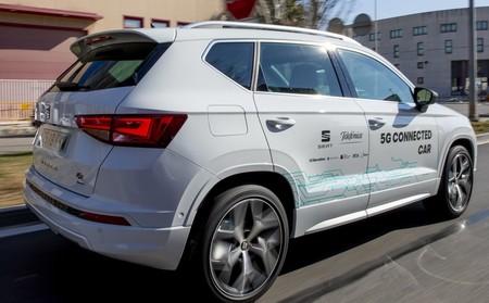 El debate sobre qué estándar tecnológico deberían llevar los coches conectados se caldea: ¿5G o WiFi?