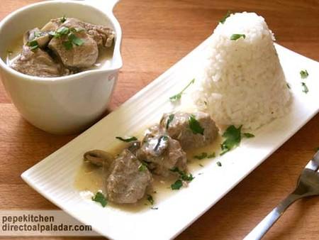 Receta de estofado de ternera lechal con crema y champiñones (blanquette de ternera)