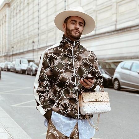 Pelayo Diaz Le Suma Un Toque Boho A La Fashion Week Con Un Accesorio Infalible El Sombrero De Ala Ancha 06