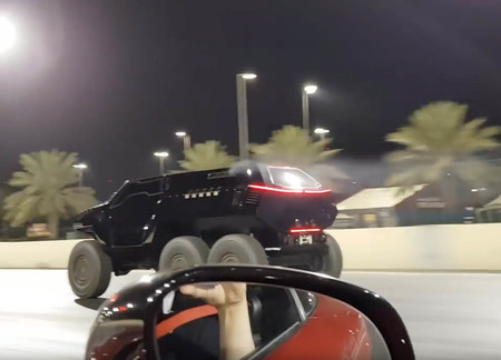 Devel Sixty, ese tanque de seis ruedas que acelera más fuerte que un Mercedes-AMG GT S en este vídeo