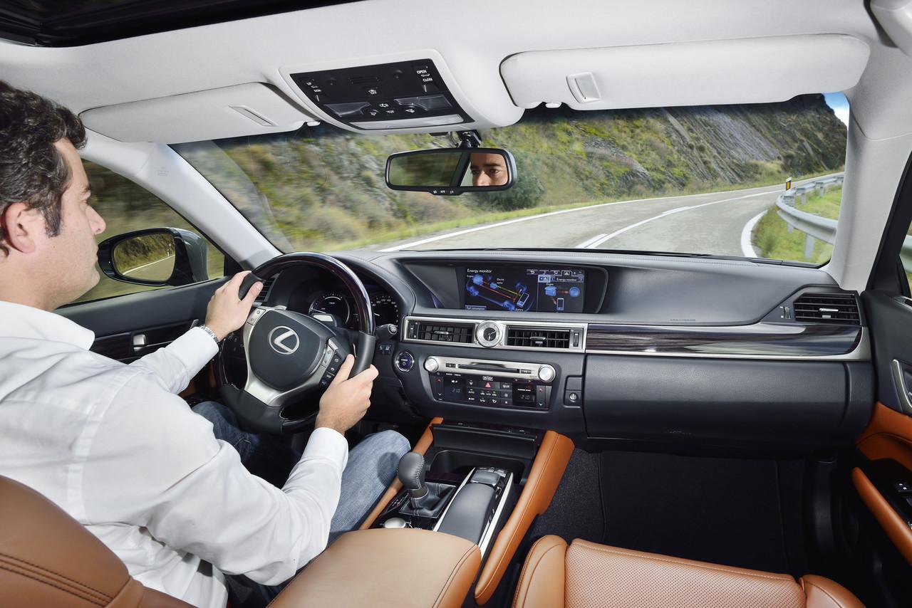Foto de Lexus GS 300h (19/153)
