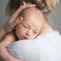 Mi bebé regurgita, ¿qué puedo hacer?