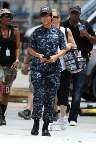 Rihanna se pone el traje de guerra