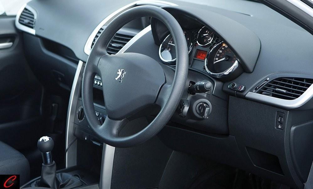 Foto de Accesorios deportivos para el Peugeot 207 versión comercial (4/4)