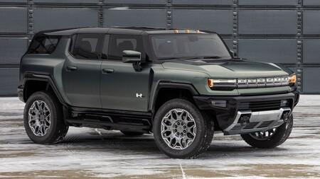 """La Hummer SUV eléctrica es una realidad: hasta 482 km de autonomía y giro en las cuatro llantas para estacionarse como """"cangrejo"""""""