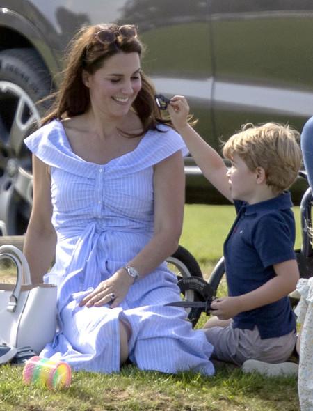 Kate Middleton sigue apostando por los vestidos camiseros de Zara, ¡y acierta de pleno!