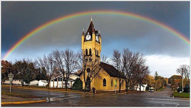 Arcoiris sobre iglesia