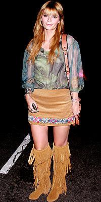 Mischa Barton, mismas botas, misma falda y sin medias ¿muchísimo mejor?