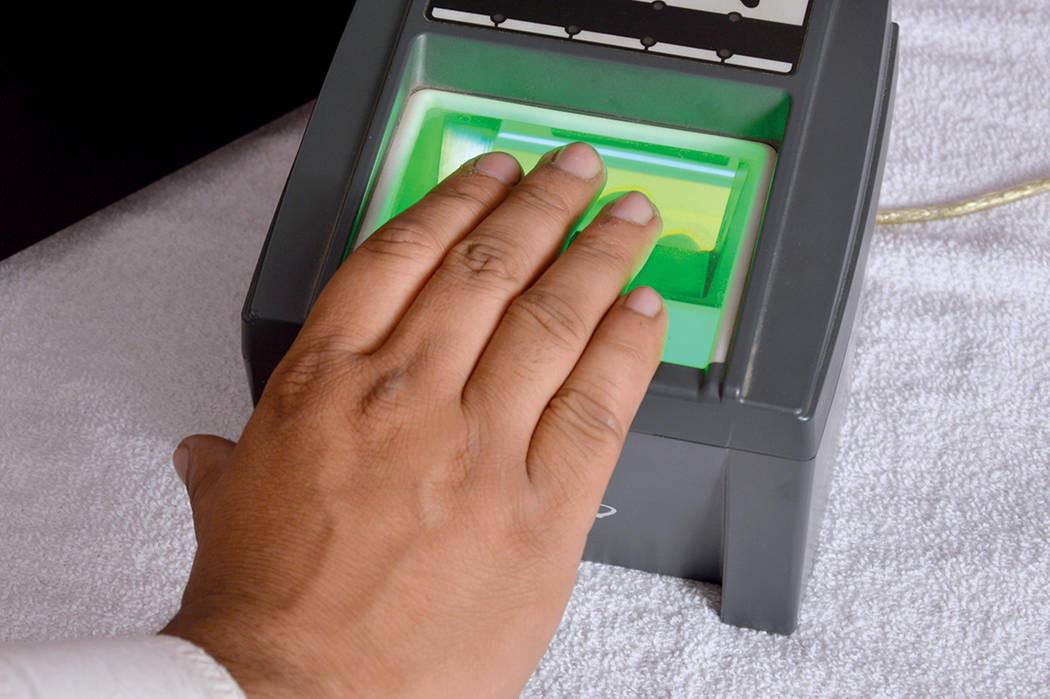 El Gobierno quiere integrar datos biométricos a la CURP y así crear una base datos que también usen los...