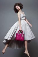 Marion Cotillard repite por sexta vez como rostro de la campaña Lady Dior fotografiada por Jean-Baptiste Mondino