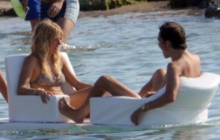 Vacaciones verano 2010: las celebrities se van a la playa, sus estilos más sexys en bikini. Sienna Miller