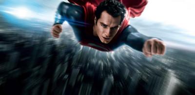 'El hombre de acero', superhéroe de bajos vuelos