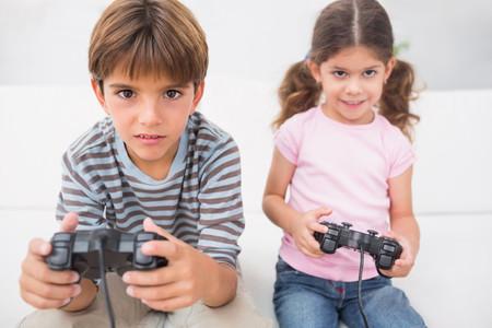 ¿Mi hijo es adicto a los videojuegos? Estos son los síntomas de alerta (y cómo prevenirlo)