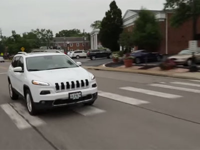 Video: Ni los autos se salvan de ser hackeados, el UCONNECT de Fiat Chrysler ha sido vulnerado