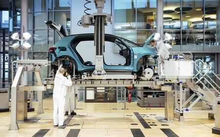 La navaja de Ockham de los nuevos coches eléctricos que quieren ser baratos: baterías grandes, interiores de pena