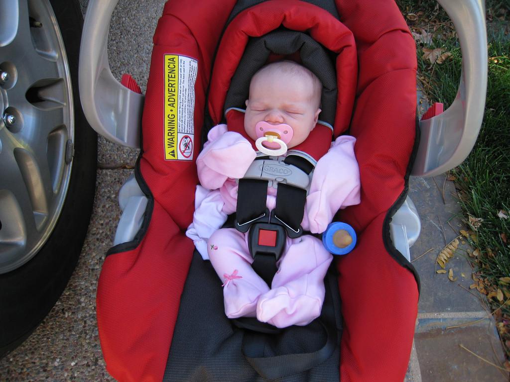 a36fcf085 La asfixia postural o posicional: por qué los bebés no deberían dormir en  las sillitas de coche
