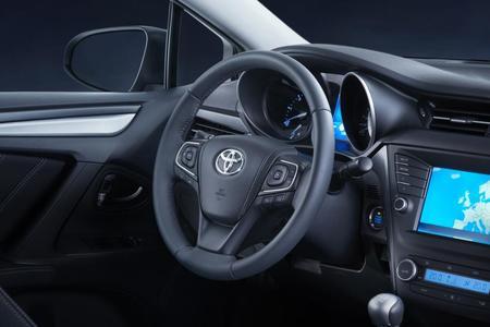 Toyota Avensis 2015 equipamiento