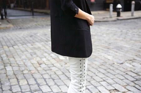 Duelo de estilos: la calle se llena de los pantalones blancos (de Isabel Marant para H&M)
