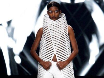 Gareth Pugh Primavera-Verano 2012: jugando en los bordes de la moda