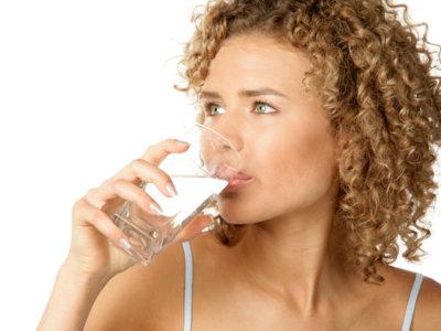Un nuevo estudio muestra que beber agua antes de las comidas ayuda a perder peso