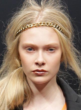 Tendencias peinados y maquillaje en pasarelas 2009 (y IV): Paris Fashion Week