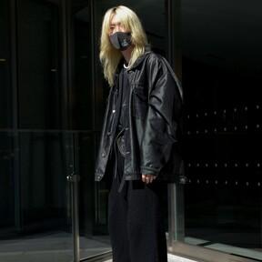 Todo al negro: así es como protagoniza el mejor street-style de la semana los looks vistos por las calles