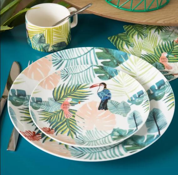 Plato de porcelana con impresión de diseño tropical