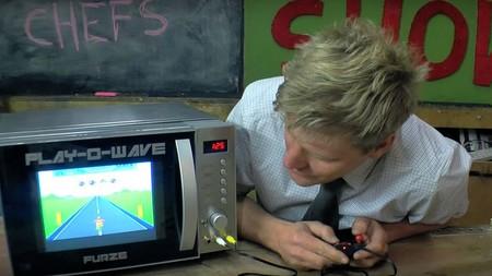 ¿Un microondas con pantalla para juegos integrada? Este inventor lo ha hecho posible