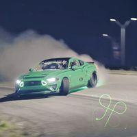 Junta a Vaughn Gittin Jr., un Ford Mustang de 919 CV y una intersección de 2,25 km, y el resultado es un sueño humeante