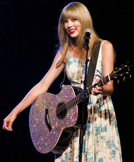 Taylor Swift, la reina de los vestidos veraniegos