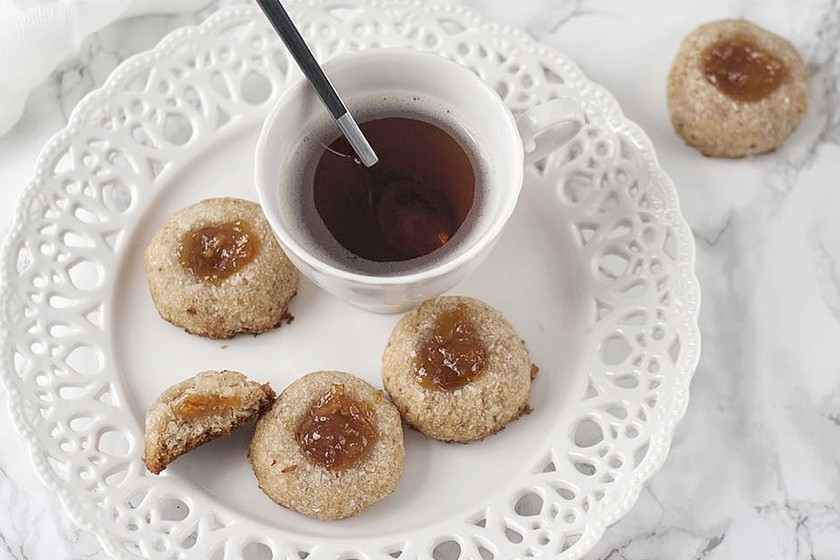 Galletas veganas de coco sin gluten. Receta para un desayuno delicioso
