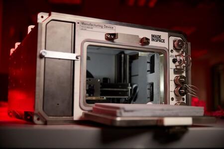 Esta impresora 3D de suelo lunar acaba de llegar a la Estación Espacial Internacional para hacer pruebas en microgravedad