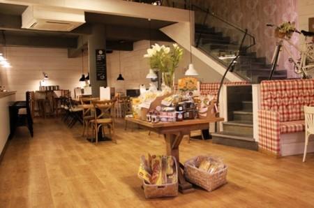 Canela Bakery Coffee, la experiencia gastronómica más <em>cool</em> de Lugo
