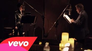 Lady Gaga graba sus canciones fumando y con bien de vino y agua