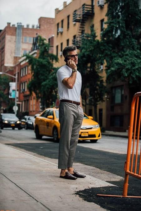 El Mejor Street Style De La Semana La Camiseta Blanca Se Impone Al Look Mas Formal Para El Verano 11