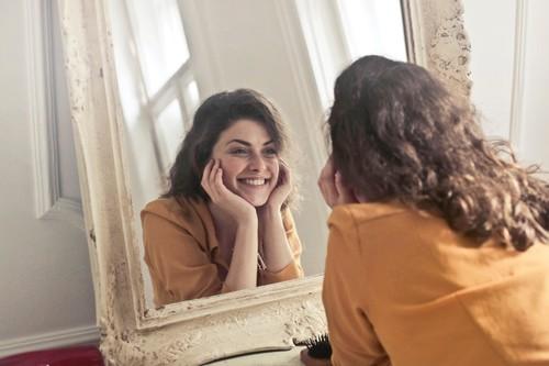 Kits por menos de 30 euros para regalar a una amante del maquillaje que encontrarás en Sephora: Benefit, Nars o Fenty Beauty