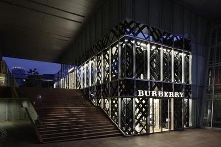 Burberry abre de nuevo su tienda en Tokio