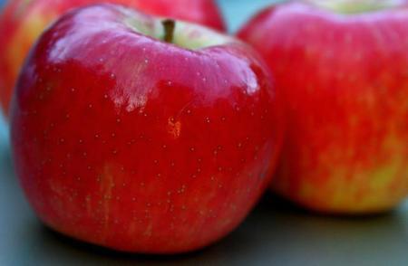 ¿Pegatinas de personajes infantiles en las frutas para que los niños las acepten mejor?