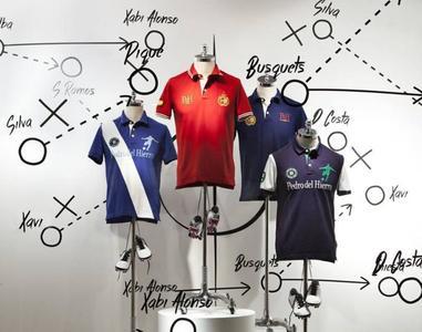 Pedro del Hierro, imagen de la Selección, también tiene su colección mundialista