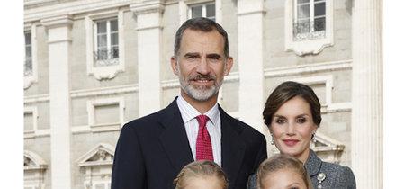 Los Reyes nos felicitan la Navidad con una foto con el Palacio Real de fondo