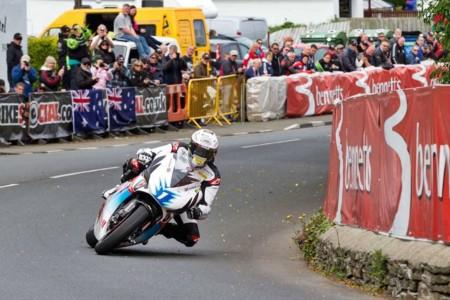 Si John McGuinness pierde 10 kilos antes del Tourist Trophy, Mugen le regala una TT Zero
