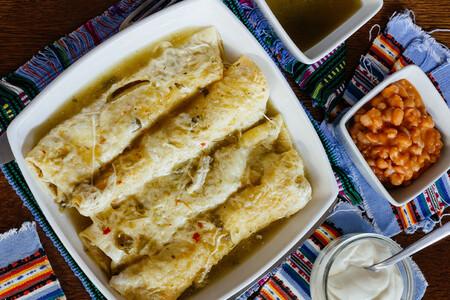 Enchiladas verdes tradicionales. Receta fácil de la cocina mexicana
