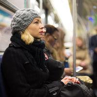 Las mujeres embarazadas que viajen en el metro de Tokio podrán 'pedir' un asiento a través de una aplicación en su móvil