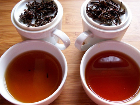 Hombre casi muere por beber mucho té