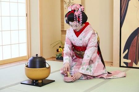 Abre En Osaka El Primer Cafe Para Que Puedas Vivir La Experiencia De Las Geishas A Todo Lujo En Japon