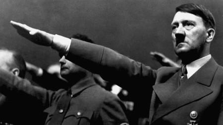 Hitler emocionado