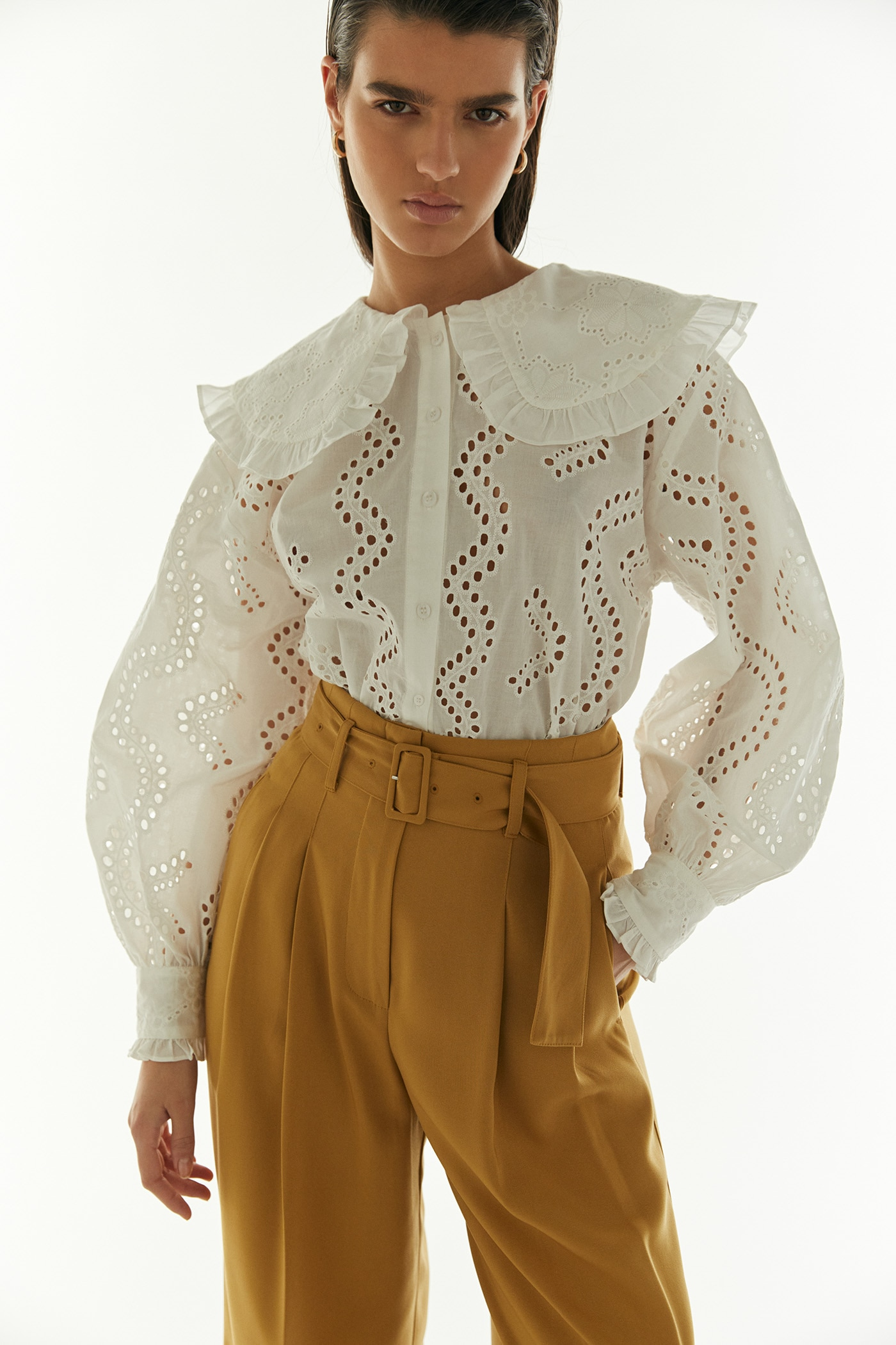 Camisa de mujer cuello babero 100% algodón.