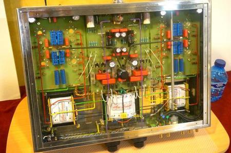 Interior del amplificador Filarmonía